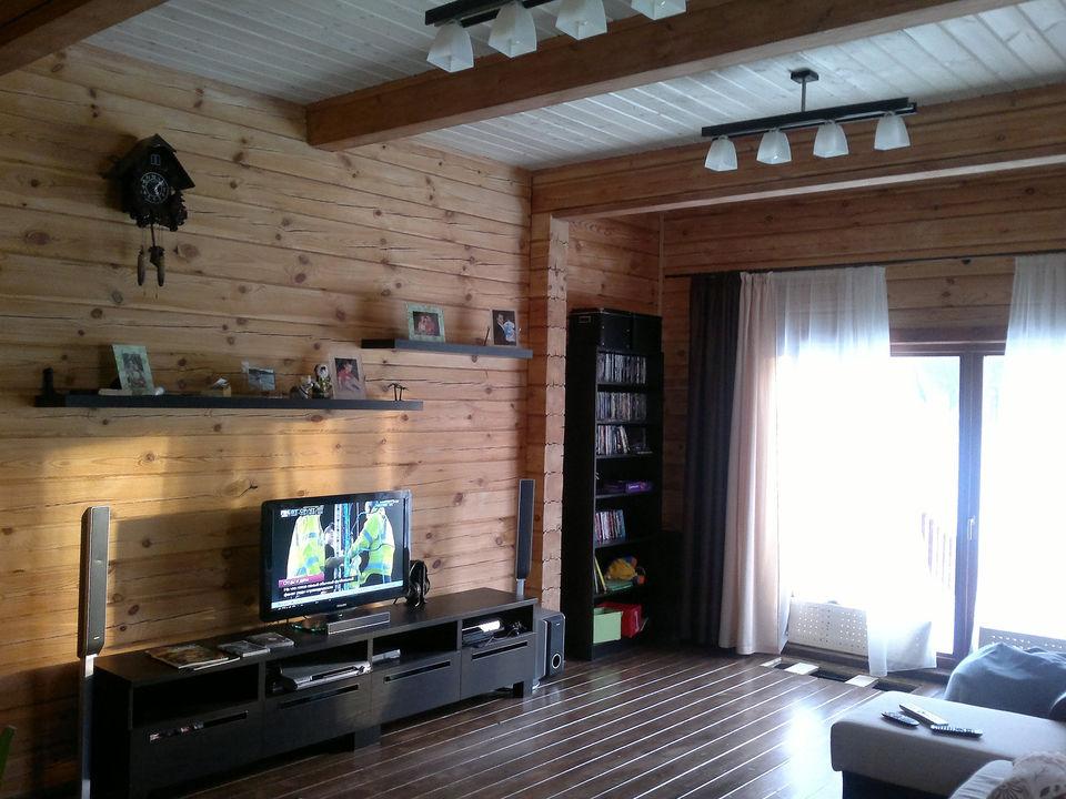 Дизайн кухни и гостиной в деревянном доме
